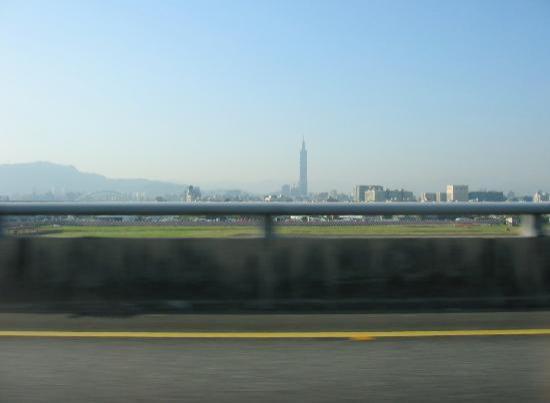 Grand Hyatt Taipei: Taipei 101 from the distance