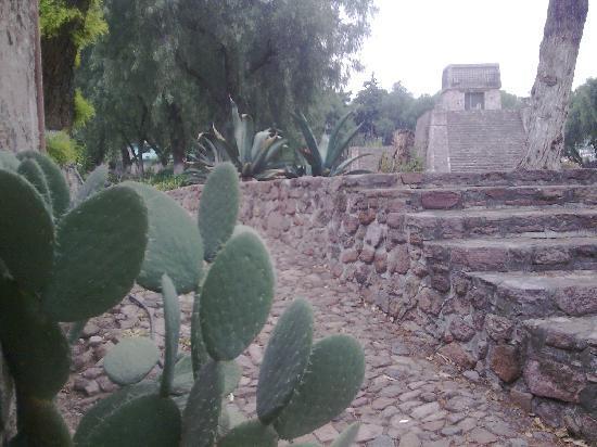 Santa Cecilia Acatitlan: Mexico Templo en lo alto de la Piramide de Acatitlan