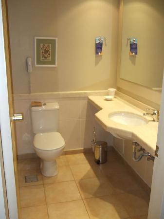 Village Heights Golf Resort: Bathroom