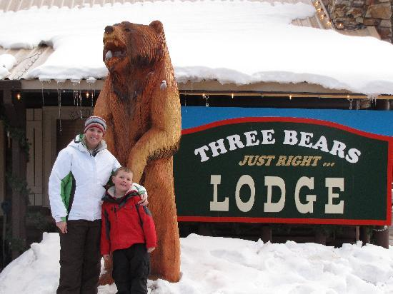 Three Bears Lodge: Picture out front