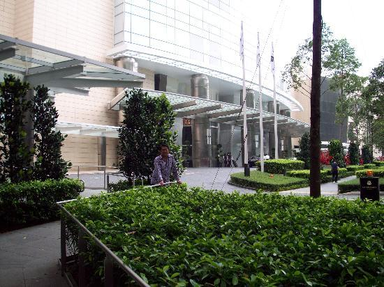 The St. Regis Singapore: Entrance to hotel