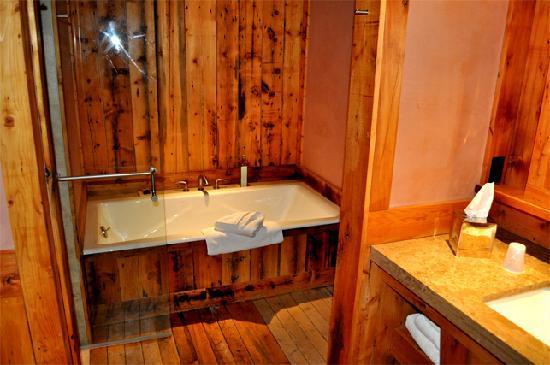 Rainbow Ranch Lodge: Spectacular bath.