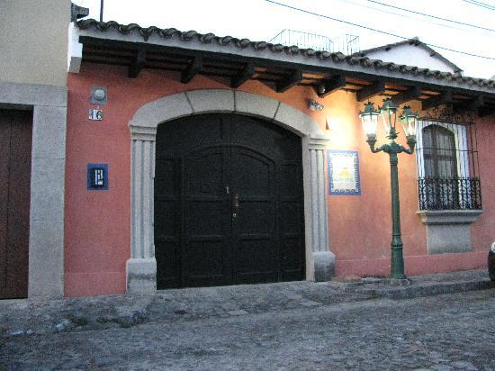 Entrance to La Villa Serena B&B