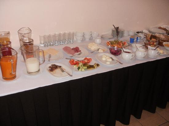 Hotel Tilto: Breakfast table
