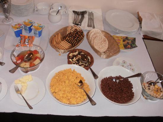 Hotel Tilto: Breakfast