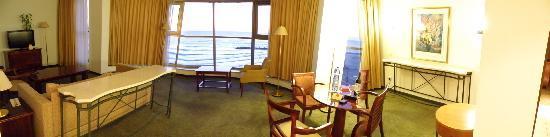 Leonardo Plaza Hotel Haifa: Panoramic view of the living room