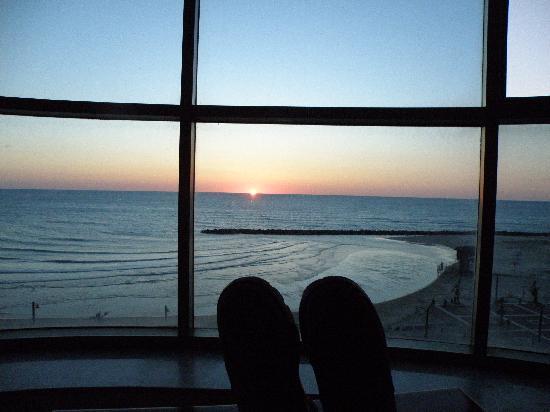 Leonardo Plaza Hotel Haifa: The sunset from the livingroom