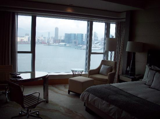 Four Seasons Hotel Hong Kong: room