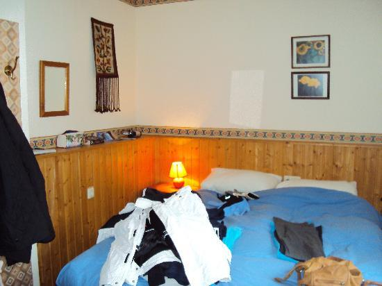 Chalet-Hotel Tannenburg: our very small room