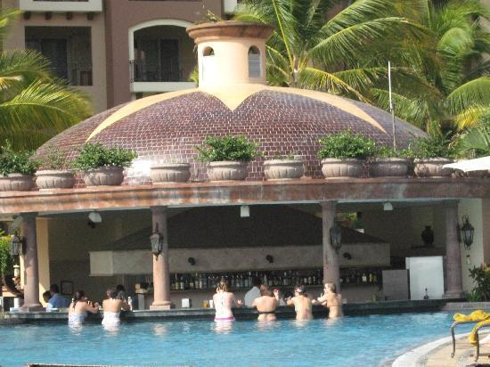 Villa La Estancia Beach Resort & Spa Riviera Nayarit: Poolside bar and restaurant