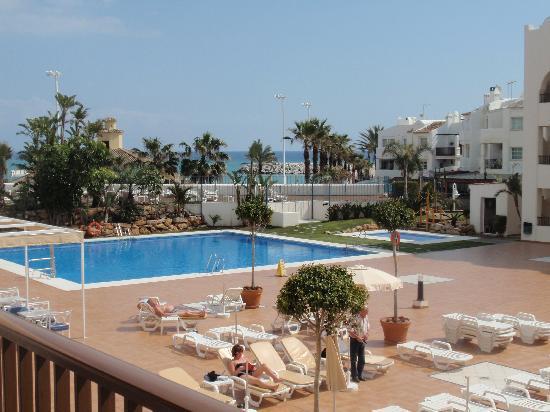 Hotel Mac Puerto Marina Benalmadena: vue depuis la chambre 247, les piscines et la mer