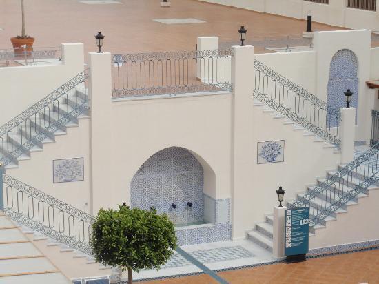 Hotel Mac Puerto Marina Benalmadena: la cour intérieur
