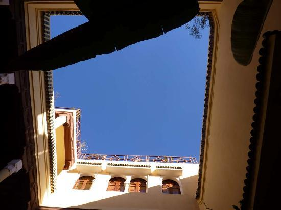 Dar Taliwint: Sky from the courtyard