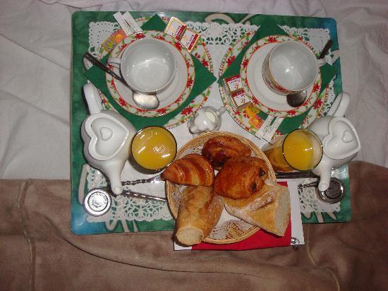 Logis A La Villa Boucicaut: Petit déjeuner en chambre