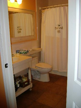 MB at Key Largo: bathroom