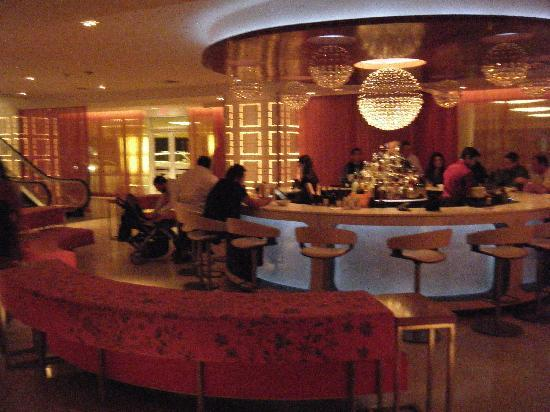 The Condado Plaza Hilton: Very trendy lobby bar