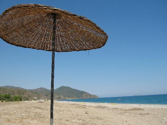 Akdeniz Bahcesi: the beach