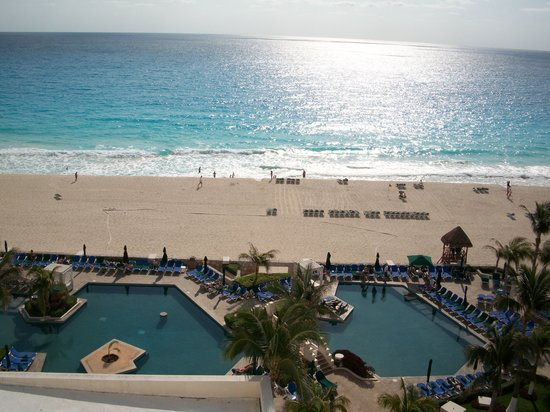 Royal Solaris Cancun: Part of the Pool