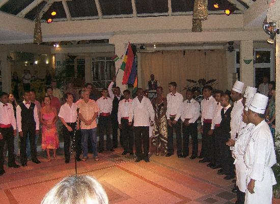 "Silver Beach Hotel: The Staff - ""Independance day"""