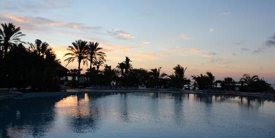 Fuerteventura Princess: pool side at dawn