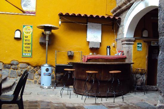 Pirwa Colonial Hostel: La bienvenida con te de coca