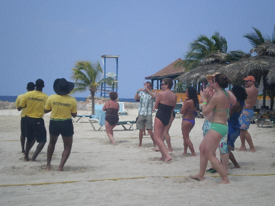 Club Ambiance: Learn How to Dance Jamaican