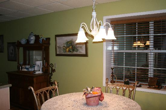 Smith Lake B&B: Dining Area