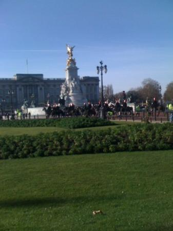 Buckingham Palace & changing of guard ceremony