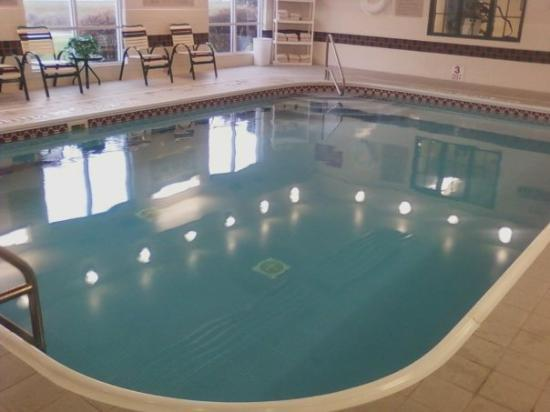 Country Inn & Suites by Radisson, Big Flats (Elmira), NY: The Country Inns and Suites pool