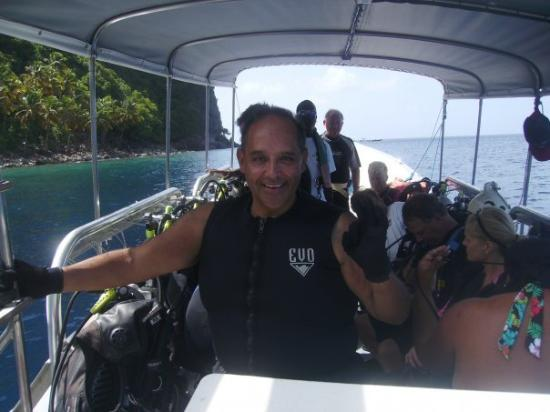 Pitons: JOSE'  LUNA  GETTING  READY  TO  DIVE  AT  ST.  LUCIA.  NOV.  2009.