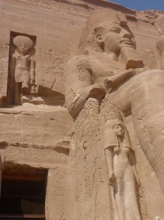 Abu Simbel, Egypt: that statue is huge!!