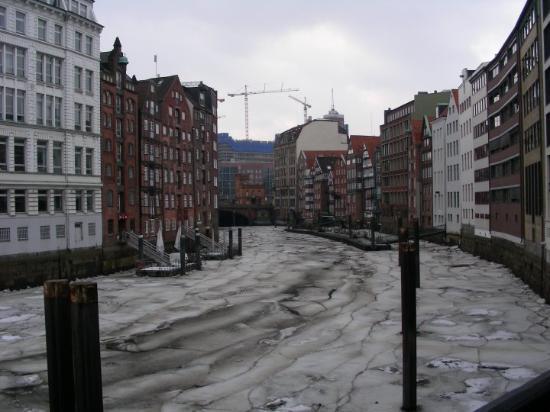"""El dique de la """"Deichstrasse"""", helado."""