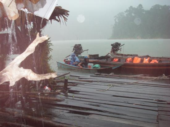Khao Sok National Park, Thailand: Regn, regn. Efterveer fra cyklon i Burma