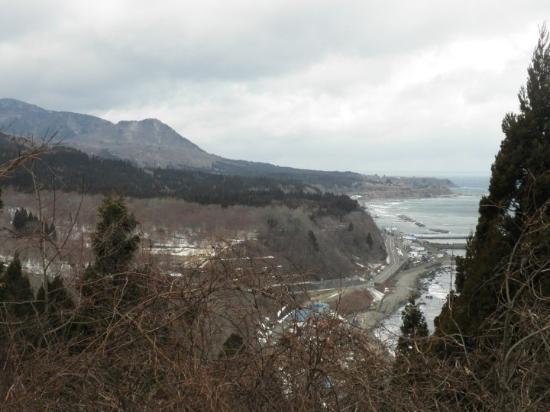 Kazamaura-mura, Japan: This is along the way following the northern coast of the Aomori Pennisula.  It was gray and col