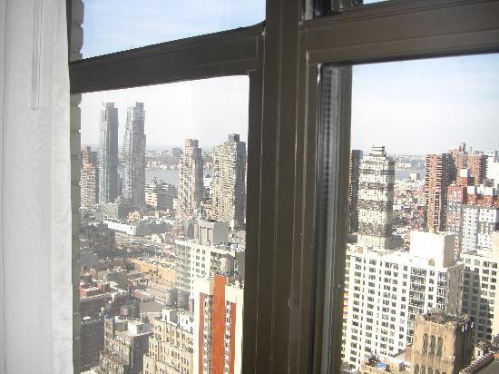 The New Yorker A Wyndham Hotel: View Room 40-09 Hudson River from Lounge