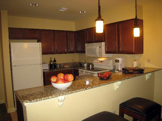 Wyndham La Cascada: Kitchen in unit 601