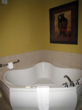 Wyndham La Cascada: Master bath, unit 601