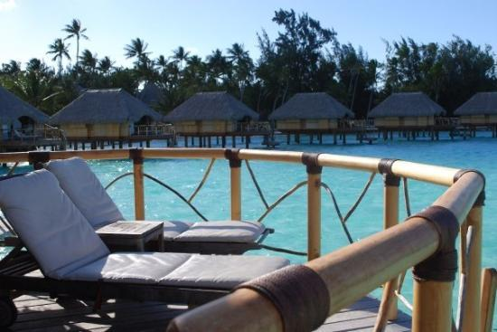 Bora Bora Pearl Beach Resort & Spa: Back of bungalow!