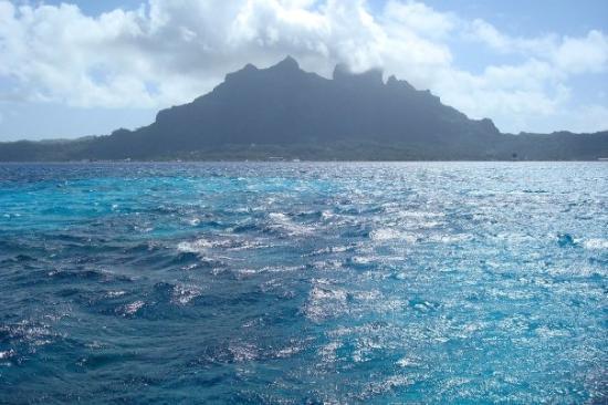 Bora Bora, Fransk Polynesia: Look at that water!!!!