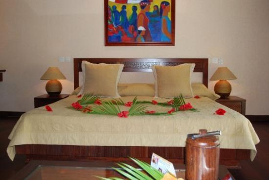 Manava Beach Resort & Spa - Moorea: Our king size bed