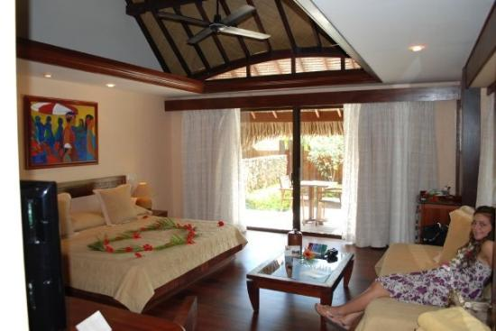 Manava Beach Resort & Spa - Moorea: I loved our bungalow!!! Just advice to future travelers- Do not bring food into the bungalow; Yo