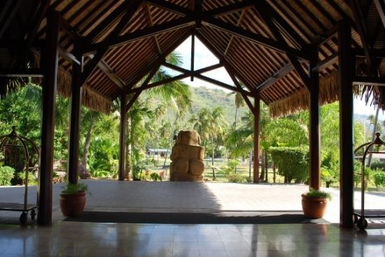 Manava Beach Resort & Spa - Moorea: The lobby is outdoors!!! Most things in french polynesia were outdoors, restaurants, shopping, e