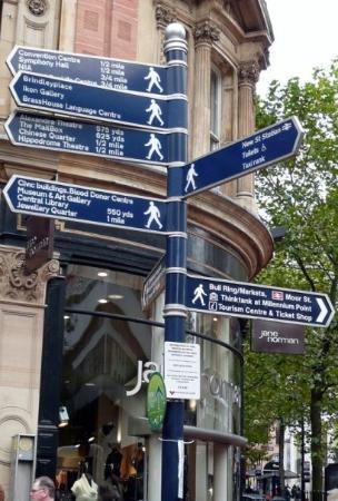 Diese kleinen unbedeutenden Schildchen an jeder Straßenecke in Birmingham entpuppte sich als ech