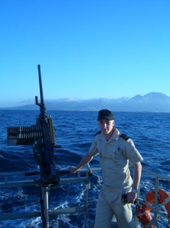 Limassol, Kypros: Her står jeg ved siden af et tungt maskingevær midt i gibraltar strædet.