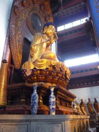 Hangzhou, Kina: En af de mange buddhaer