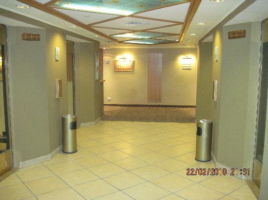 Daniel Dead Sea Hotel: Floor hall