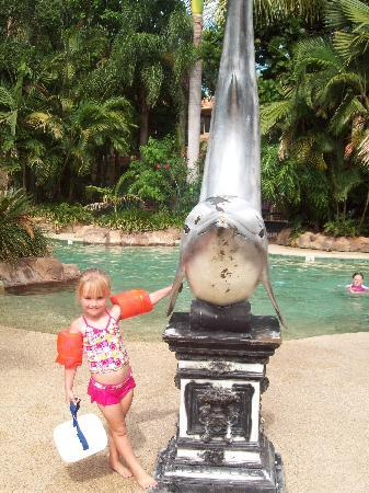 Ashmore Palms Holiday Village: My daughter at the pool