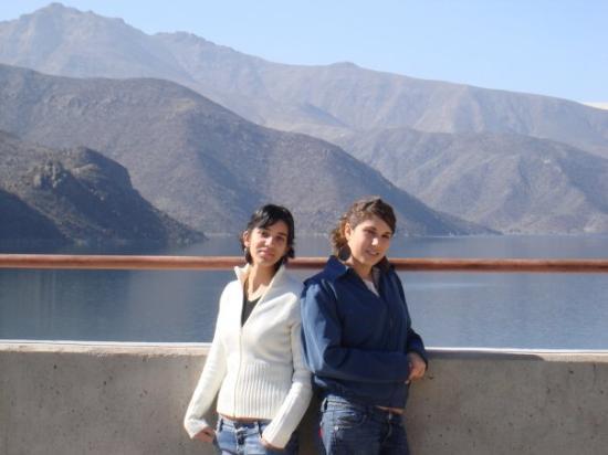 La Serena, Chile: Con mi hna en el valle del Elqui... su represa atras...