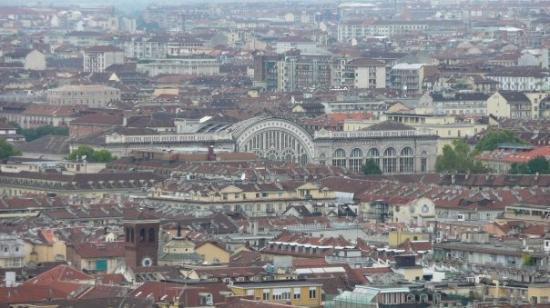 Torino, Italia: Vue depuis la Mole Antonelliana: La gare Porta Nuova