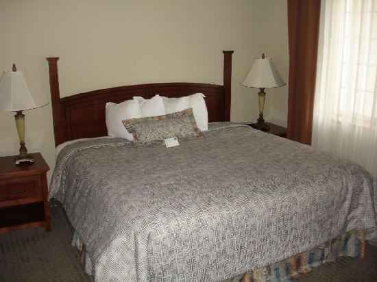 Staybridge Suites Augusta: Bed